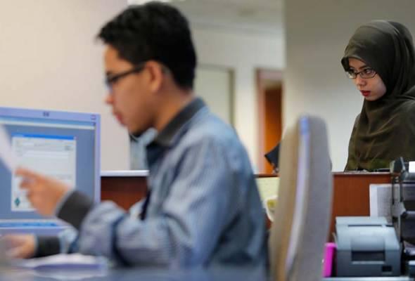 COVID-19: Pegawai awam diarah kerja dari rumah - KPPA | Astro Awani