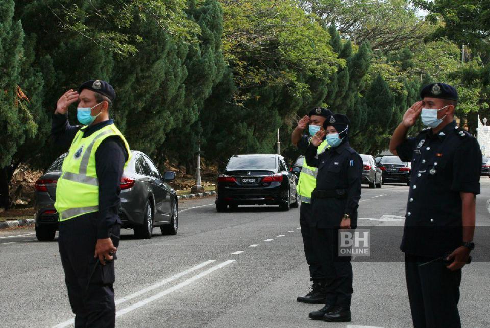 Rombongan Perdana Menteri, Tan Sri Muhyiddin Yassin tiba di Istana Abdul Aziz, Indera Mahkota pada jam 4.40 petang. - NSTP/Mustaffa Kamal