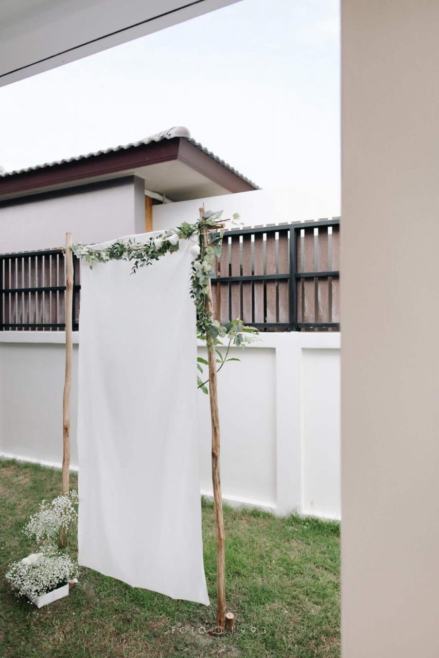 [FOTO] Sanding Atas Katil, Majlis Nikah Minimalist Serba Putih Cetus Inspirasi